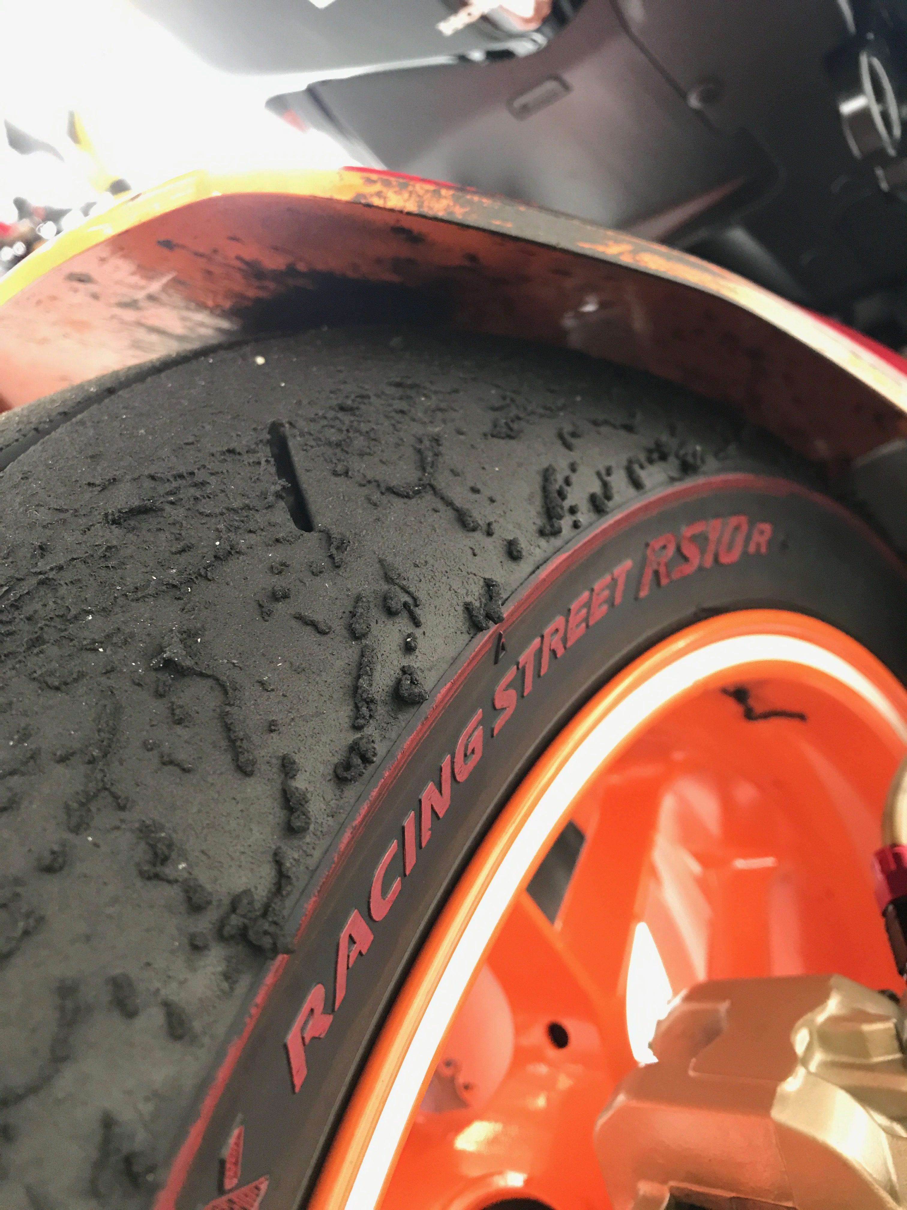 バイクでサーキット走行|タイヤ空気圧の適正値を理解してタイムアップしよう!!