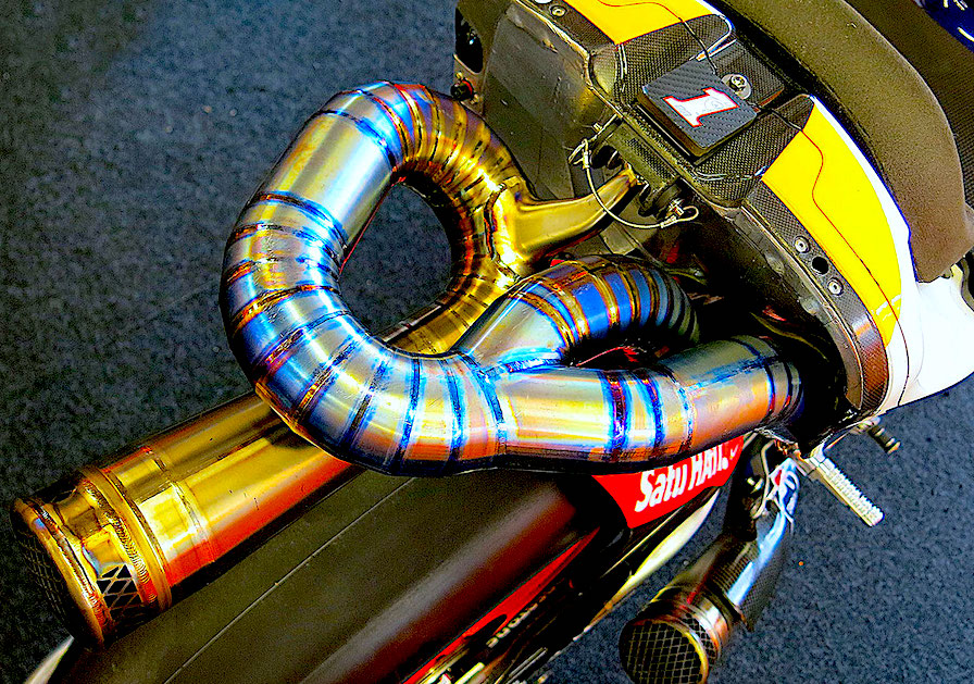 バイクに使われるチタン材料のメリットとは|チタンは低剛性で高強度!!