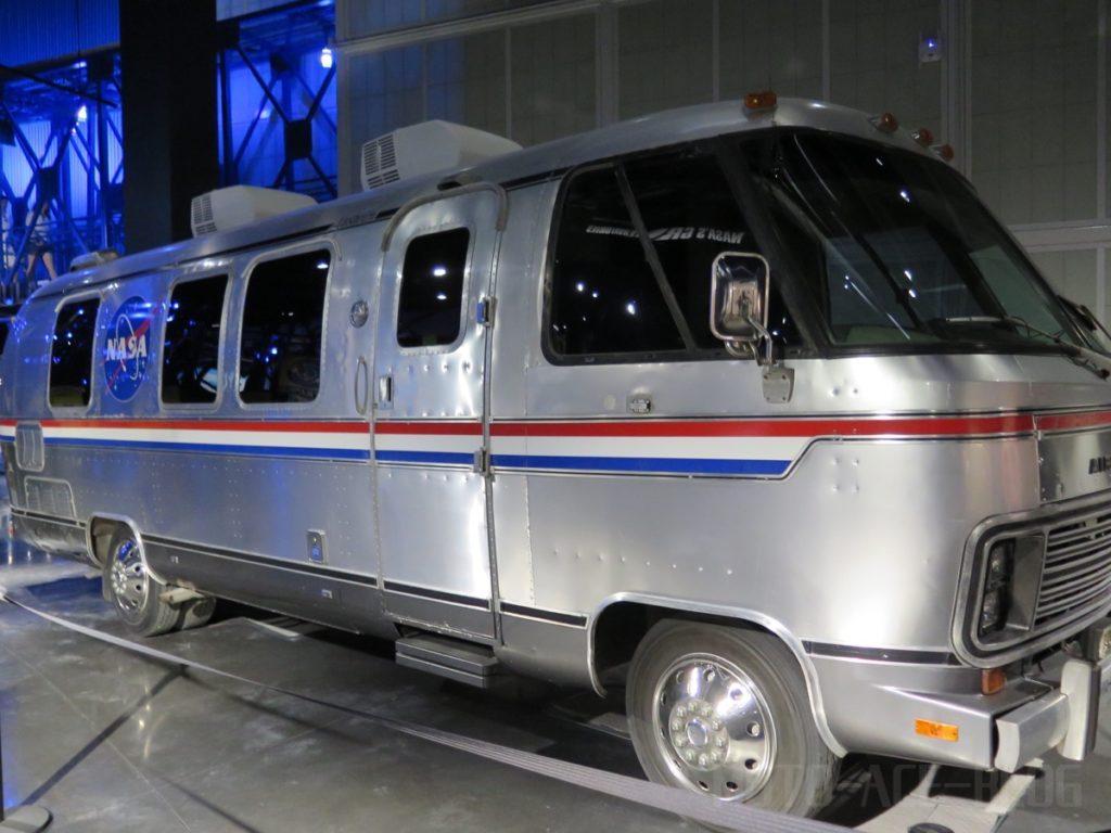 宇宙飛行士を運ぶアルミバン