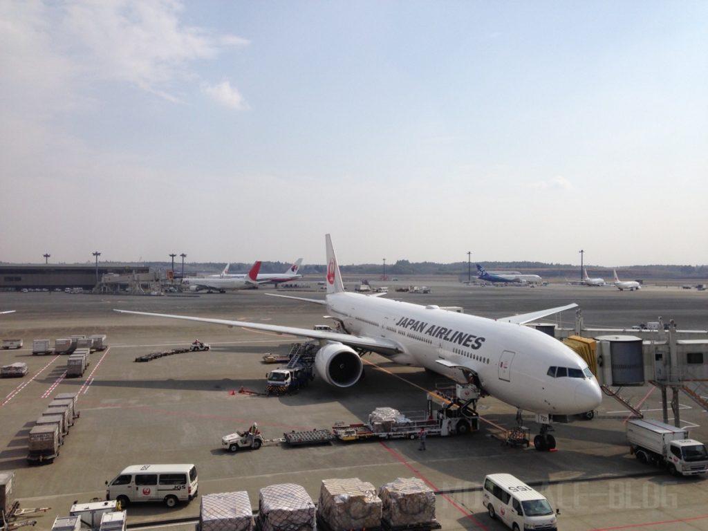 JAL機に乗り込みます。