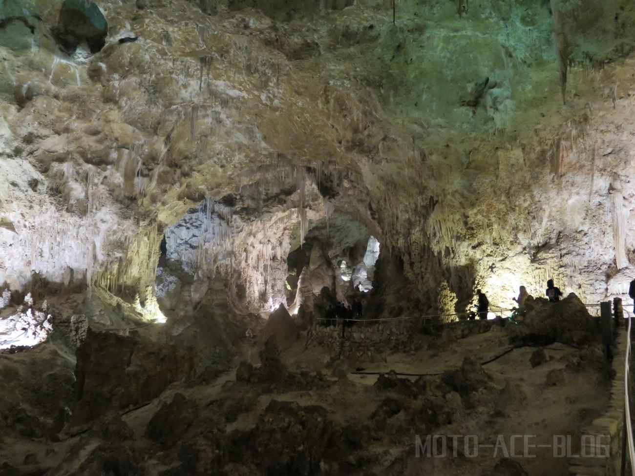 カールズバッド洞窟群の中