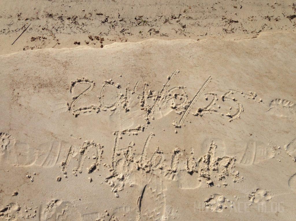 砂浜に落書き