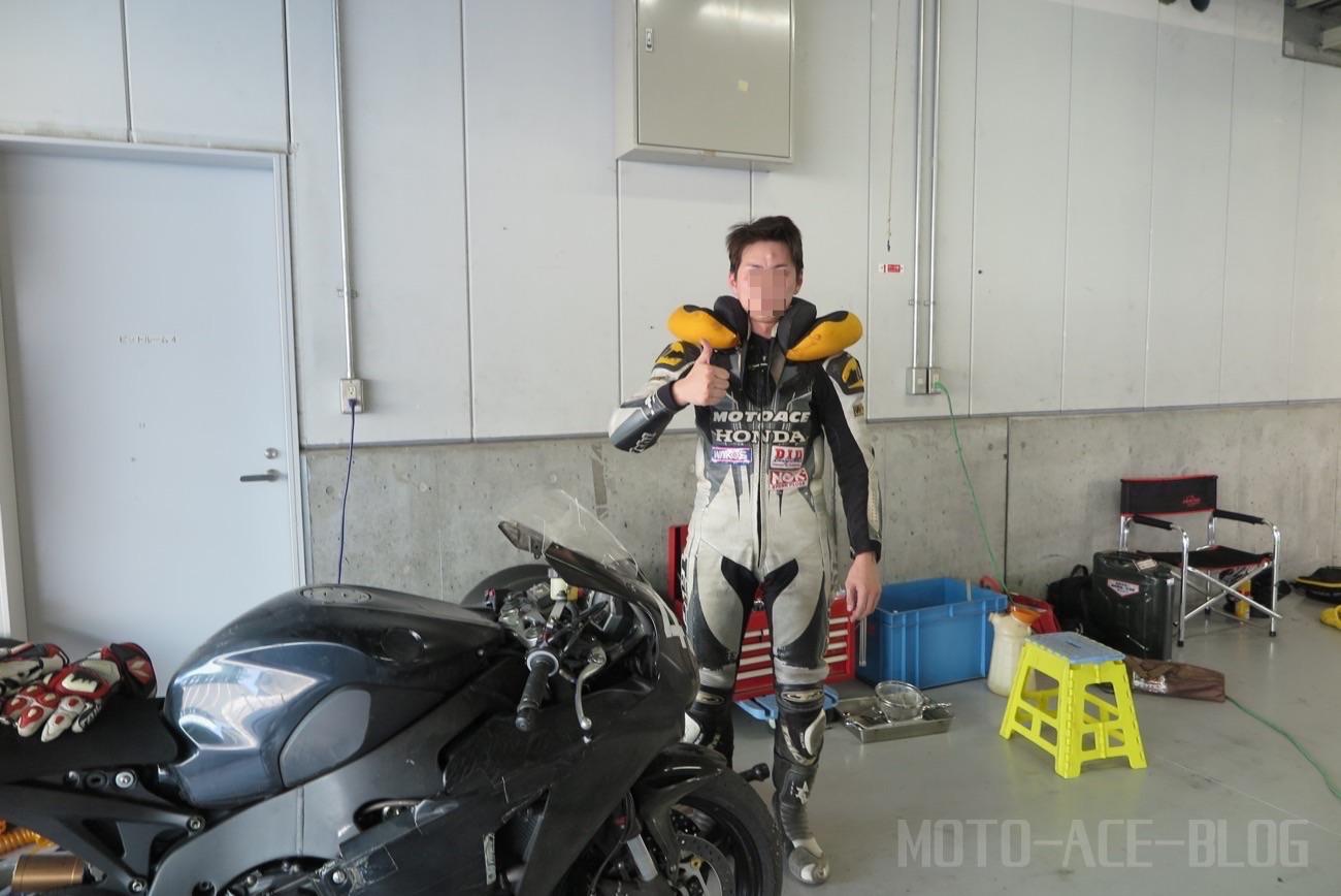 RSタイチのエアバッグレーシングスーツ
