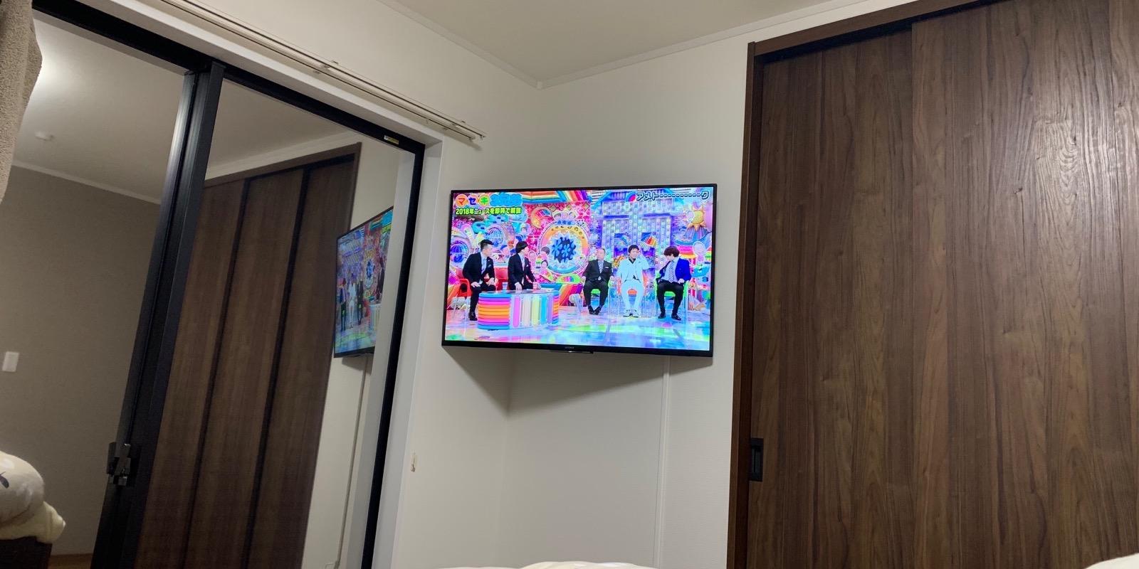 テレビをDIYで壁掛けしてみた|5千円でできる43インチ用の金具はコレ!