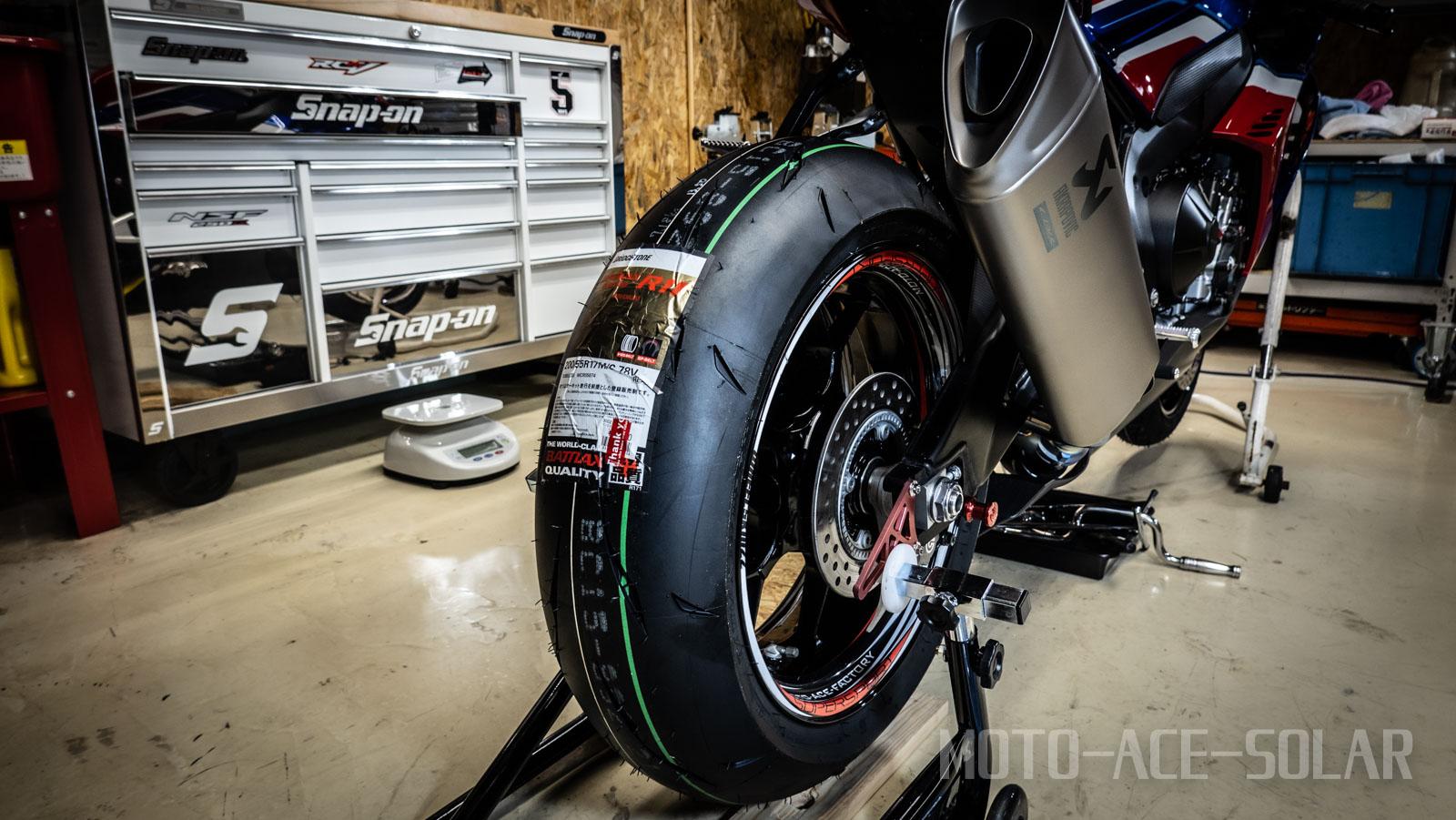 ブリヂストンR11 タイヤ交換