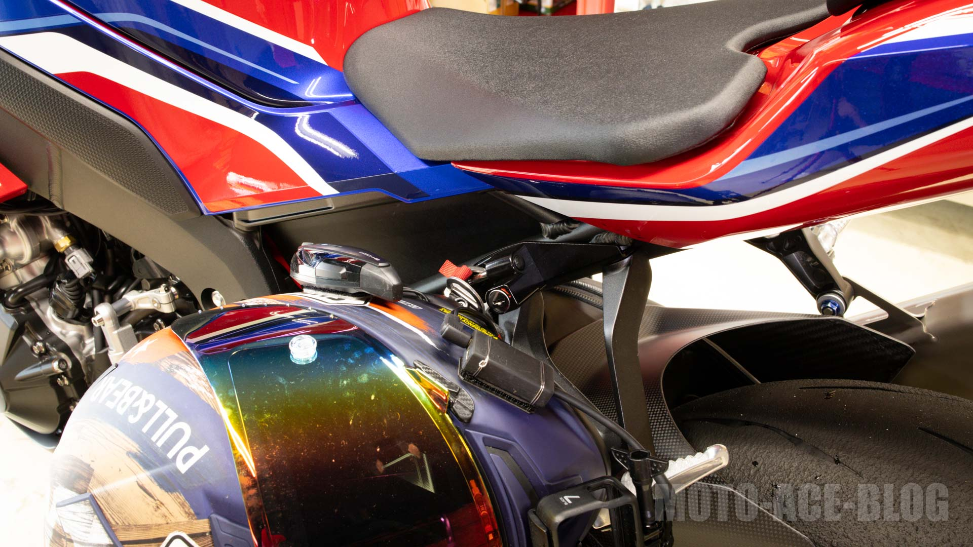 ワンプッシュ!CBR(SC82)おすすめのヘルメットロックホルダはBaby face